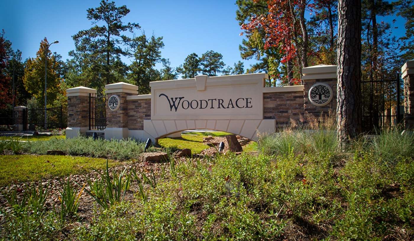 Woodtrace entry monument